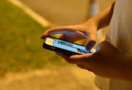 Médico diz que mulher perdeu a visão por uso excessivo de celular