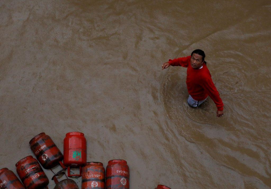 2019 07 14t161603z 354816036 rc16d9b23a00 rtrmadp 3 nepal weather rains 1024x715 - Inundações na Índia, Nepal e Bangladesh deixam mais de 100 mortos e milhões de desalojados