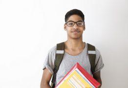 30,7% dos brasileiros entre 15 e 17 anos estão atrasados ou fora da escola