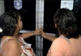 Irmãs gêmeas matam homem a facadas em aniversário: VEJA VÍDEO