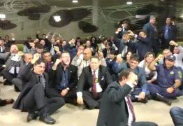 Policiais chamam Bolsonaro de 'traidor' em protesto na Câmara – VEJA VÍDEO