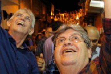 contrariando outdorrs e1562679423848 360x240 - Contrariando os Outdoors! – João Azevedo e Ricardo Coutinho fecham com o partido contra a Reforma da Previdência! - Por Francisco Aírton