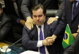 Rodrigo Maia chora após receber elogios de Alexandre Frota – VEJA VÍDEO