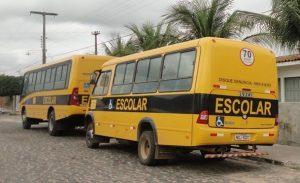nibus 300x183 - Bandidos realizam arrastão em ônibus escolar na Paraíba