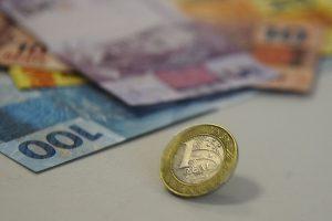 real nota moedas 8 300x200 - União pagou R$ 4,25 bilhões de dívidas de estados no primeiro semestre