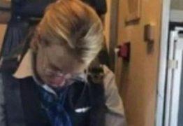 Aeromoça é presa após ser encontrada bêbada em poltrona de avião