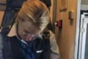 1 aeromo  a 12631216 300x201 - Aeromoça é presa após ser encontrada bêbada em poltrona de avião