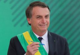 Brincando, Bolsonaro diz que agora usa compactor, 'porque Bic é francesa'