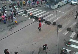 TUMULTO: Ambulantes fazem protesto e fecham ruas no Centro de João Pessoa