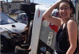 Jovem estreia CNH batendo carro em veículo da PM