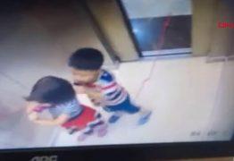 PERIGO: Menina salva irmão de 5 anos de ser enforcado em elevador; VEJA VÍDEO