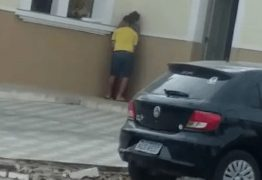 Casal é flagrado supostamente fazendo sexo em público em muro de igreja; VEJA VÍDEO