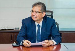 'Quando abre a boca é um desastre', diz Adriano Galdino sobre falta de preparo de Bolsonaro