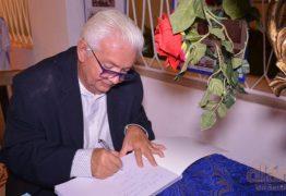 Professor lança livro-álbum que conta a história do Atlético de Cajazeiras – VEJA VÍDEO