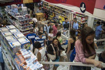 compras no comercio 1 360x240 - Comércio foi o setor que mais gerou empregos na Paraíba em 2019, diz CAGED