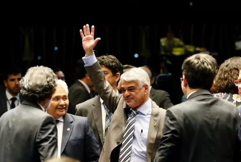 humberto costa - Oposição derrota Bolsonaro e retira trabalho aos domingos de MP da Liberdade Econômica