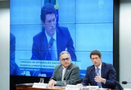 Ministro do Meio Ambiente bate boca com deputados na Câmara e sai escoltado de audiência – VEJA VÍDEO