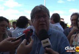 Em visita a Sousa, João Azevedo responde a críticas de Bolsonaro: 'O Brasil vive de tuitadas' – VEJA VÍDEO