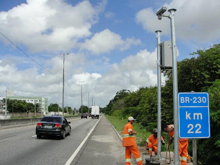lombadas divulgação dnit - Quinze radares passam a multar por excesso de velocidade em BR da Paraíba, diz Dnit