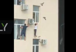 Homem se arrisca para salvar menino pendurado em janela de prédio – VEJA VÍDEO