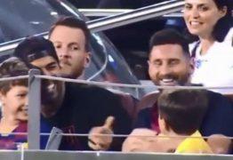 Filho de Messi comemora chute para fora e é zoado por Suárez
