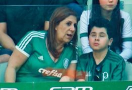 Mãe que narrou jogo para filho cego é finalista do prêmio Fifa de melhor torcedora
