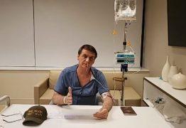 Recuperando-se de cirurgia, Bolsonaro faz 'live' no hospital e agradece a médicos e a Deus pela vida; VEJA VÍDEO