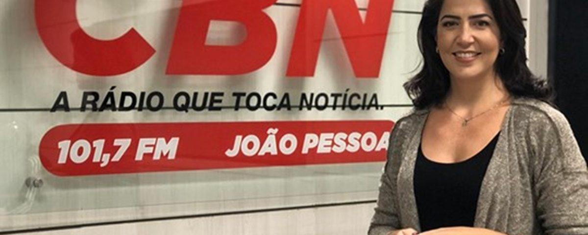 Carla Arantes 1200x480 - Carla Arantes assume lugar de Patrícia Rocha na CBN