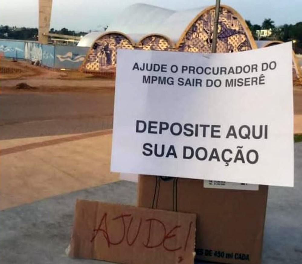 cartaz doacao procurador2 - Cartaz pede ajuda para procurador que falou em 'miserê' de R$ 24 mil