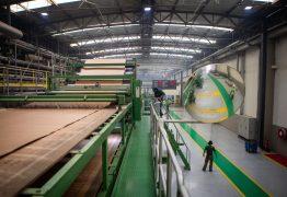 Indústria reduz excesso de estoque após alta na produção em agosto