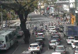 Grupo de ambulantes protesta contra ação da Sedurb e bloqueiam trânsito no Centro de JP