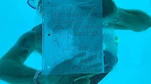 transferir 1 3 - Homem morre afogado após fazer pedido de casamento embaixo d'água