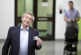 Argentina se divide, mas Alberto Fernández supera Macri e é eleito presidente