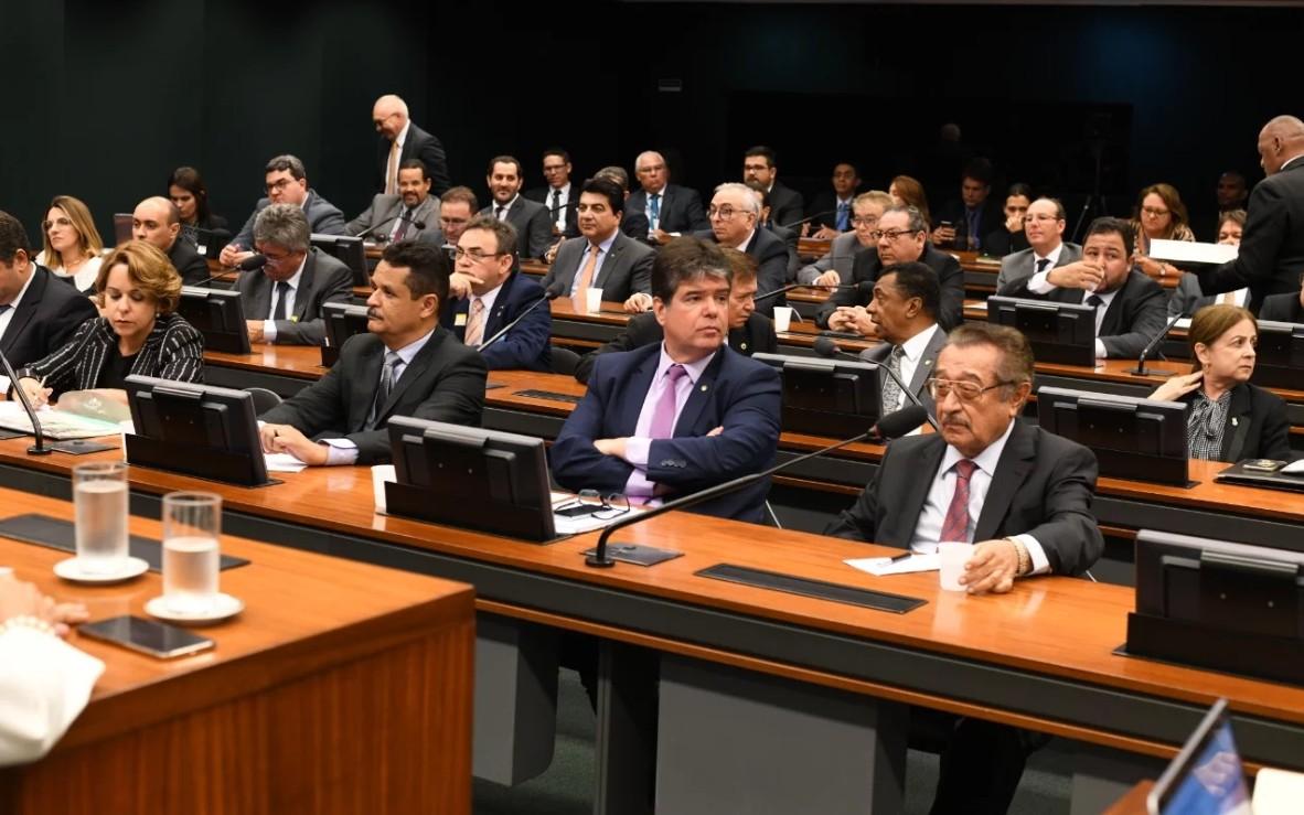 3 - Governo apresenta adutoras e Centro de Convenções de Campina entre as prioridades à bancada