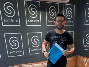 Raniery 300x224 - Sanfoneiro campinense assina contrato com a Som Livre e comemora: 'Vou representar a Paraíba levando o forró para o Brasil'