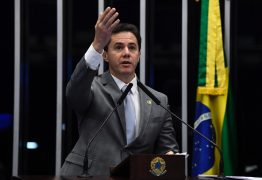 Senador Veneziano critica medidas do governo federal que afetam a Educação no Brasil