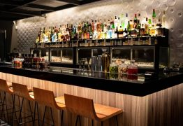 Dona de bar é morta a facadas após cobrar dívida de cliente