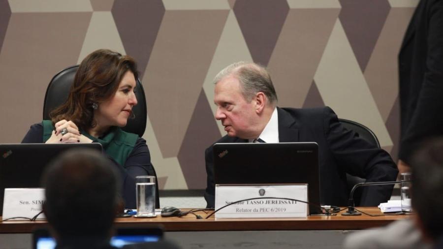 ccj do senado discute texto da reforma da previdencia 1569941589923 v2 900x506 - Senadores querem medida provisória como moeda de troca pela Previdência