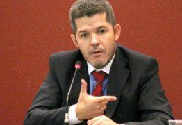 Delegado Waldir deve perder liderança do PSL, diz colunista