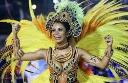 Lexa é a rainha da bateria da Unidos da Tijuca e mãe comemora