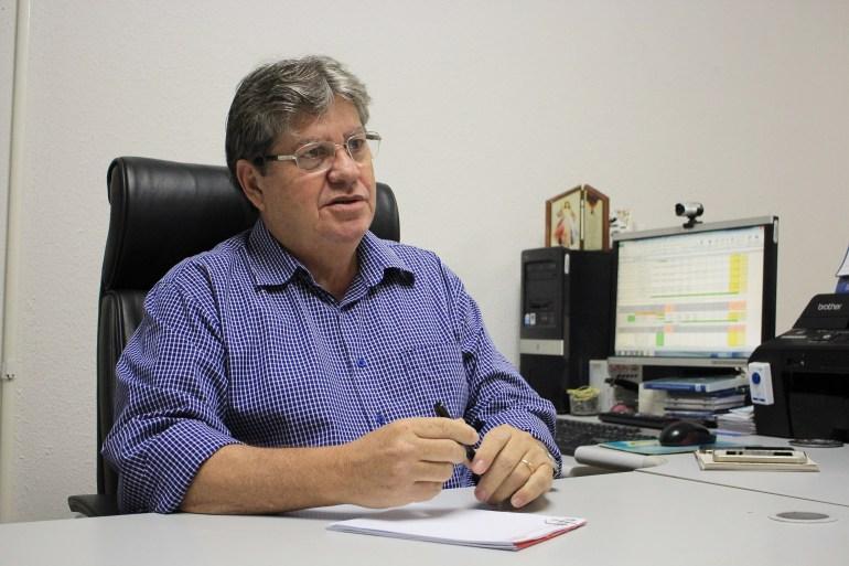joao azevedo2 foto walla santos - João chuta o pau da barraca e enquadra secretários 'recalcitrantes' - Por Nonato Guedes