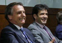 Mesmo após indiciamento, Bolsonaro decide manter ministro do Turismo