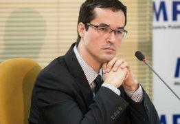 Juiz suspende processo contra Deltan Dallagnol