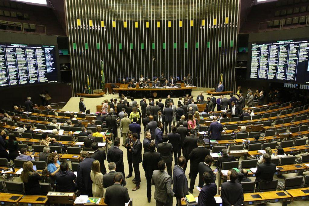 pzzb8078 1024x683 - NOVAS CATEGORIAS: Câmara pode votar projeto que amplia porte de armas de fogo no país