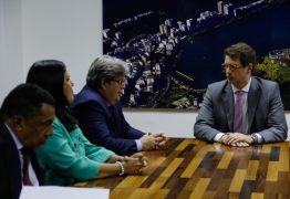 João Azevêdo se reúne com ministro do Meio Ambiente e cobra providências sobre manchas de óleo