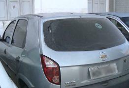 Motorista de transporte por aplicativo é sequestrado e carro é encontrado com marcas de tiro