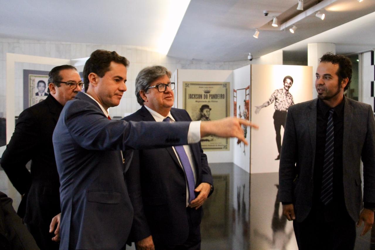 veneziano joão azevedo - Veneziano e João Azevedo prestigiam exposição em homenagem a Jackson do Pandeiro em Brasília