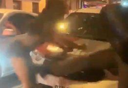 Policial militar agride mulher que dançava funk diante de viatura – VEJA VÍDEO