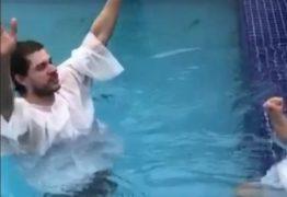 Namorado de Diego Hypolito é batizado em Igreja evangélica