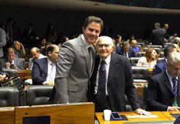 Veneziano participa de homenagem ao medico campinense Newton Figueiredo em Brasília e destaca qualidades do profissional
